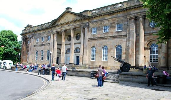 York Castle Museum exterior (www.free-city-guides.com)