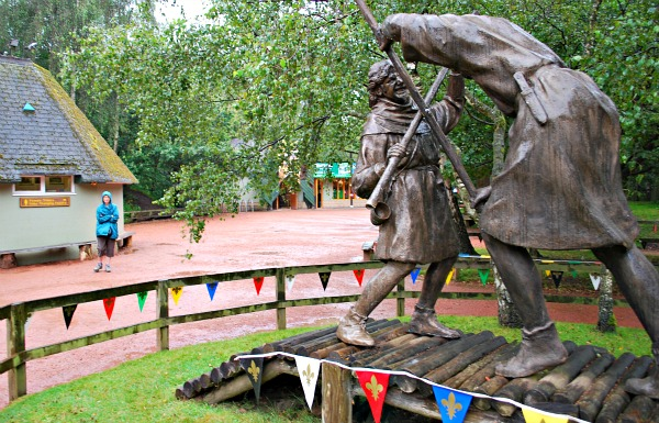 Nottingham Sherwood Forest sculpture (www.free-city-guides.com)