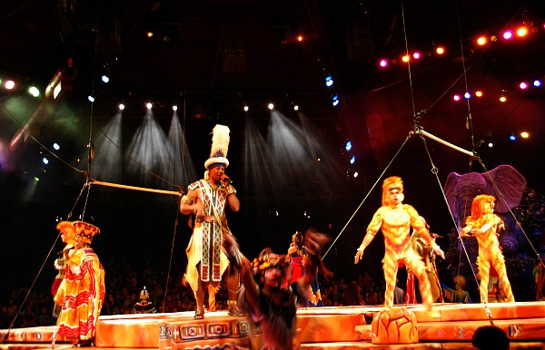 Orlando Animal Kingdom Lion King Show (www.free-city-guides.com)