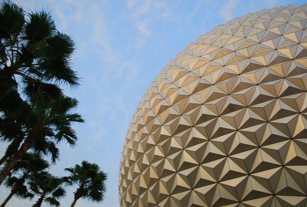 Orlando Epcot Globe (www.free-city-guides.com)