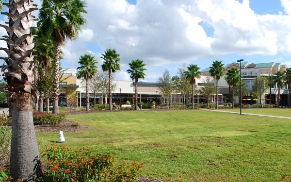 Orlando Florida Mall external (www.free-city-guides.com)