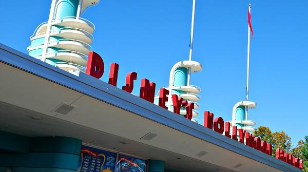 Orlando Hollywood Studios Entrance (www.free-city-guides.com)