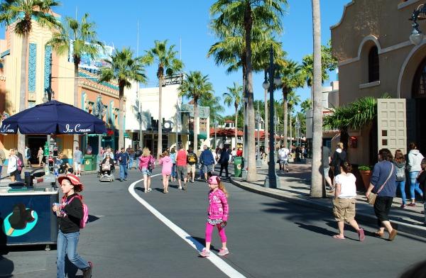 Orlando Hollywood Studios Street (www.free-city-guides.com)