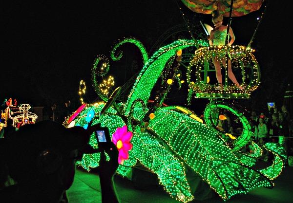 Orlando Magic Kingdom Electrical Parade (www.free-city-guides.com)