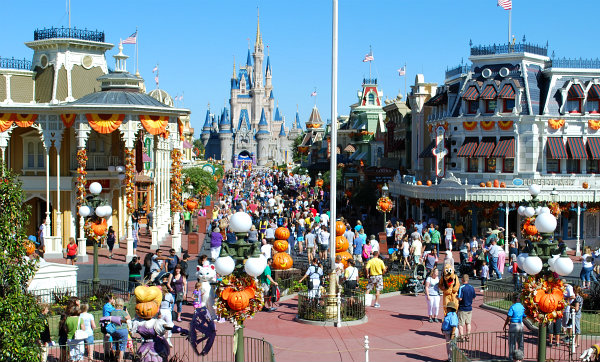 Orlando Magic Kingdom Main Street USA (www.free-city-guides.com)