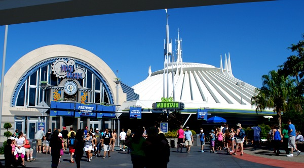 Orlando Magic Kingdom Space Mountain (www.free-city-guides.com)