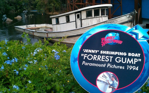Orlando Downtown Disney Forrest Gump Boat (www.free-city-guides.com)