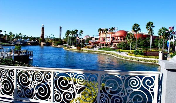Orlando Universal CityWalk Lake (www.free-city-guides.com)