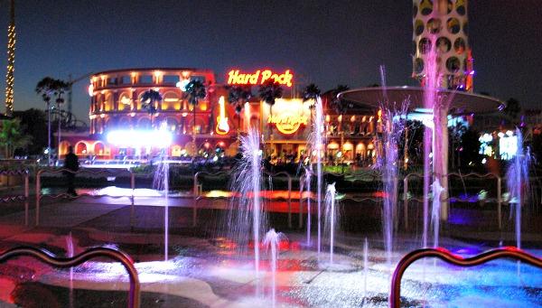 Orlando Universal CityWalk fountains (www.free-city-guides.com)