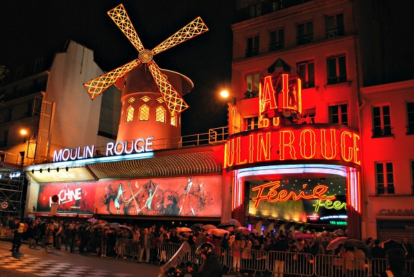 Paris Moulin Rouge external (www.free-city-guides.com)