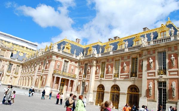 Paris Versailles Courtyard (www.free-city-guides.com)