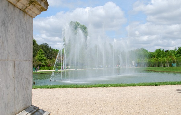 Paris Versailles Water Feature (www.free-city-guides.com)