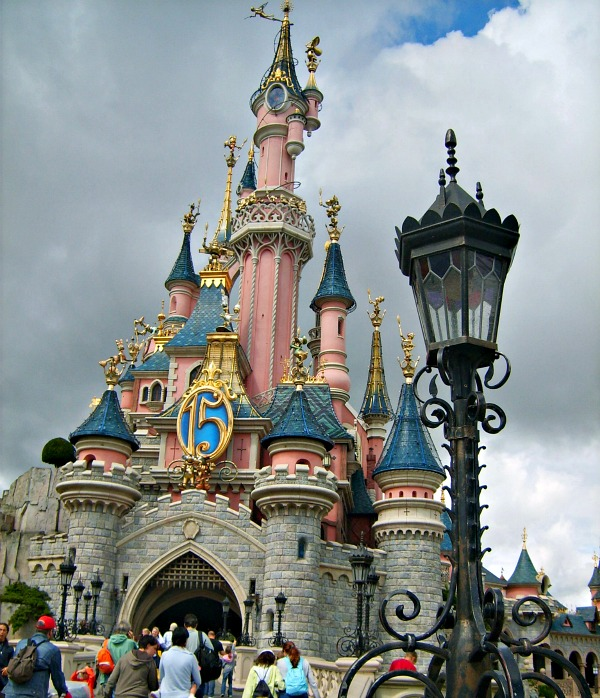 Disneyland Paris castle (www.free-city-guides.com)