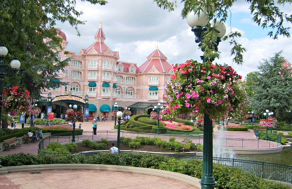 Disneyland Paris Hotel And Main Entrance Www Free City Guides