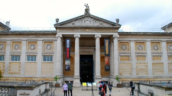 Oxford Ashmolean external (www.free-city-guides.com)