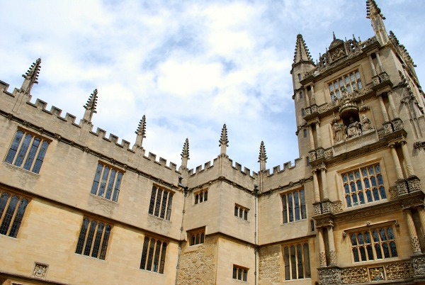 Oxford Bodleian Library Courtyard (www.free-city-guides.com)