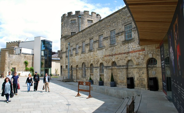 Oxford Castle Unlocked Courtyard (www.free-city-guides.com)