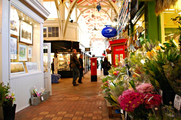 Oxford Covered Market flowers (www.free-city-guides.com)