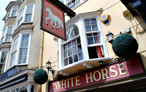 Oxford White Horse (www.free-city-guides.com)