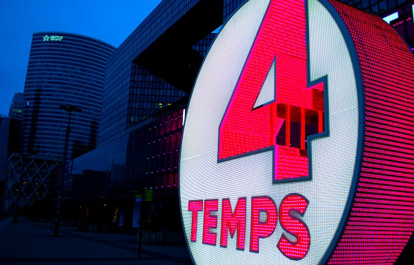 Paris La Defense 4 Temps Sign (www.free-city-guides.com)