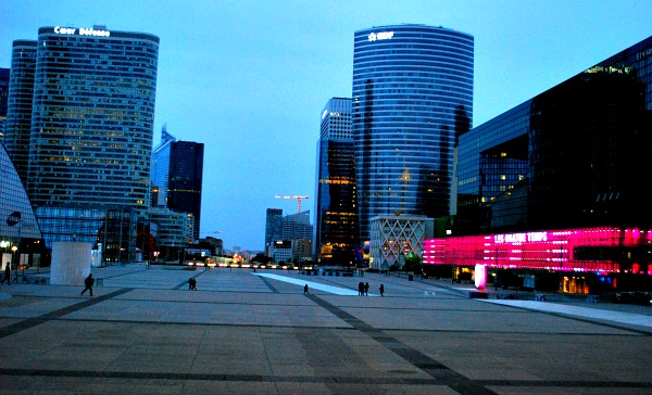 Paris La Defense skyscrapers (www.free-city-guides.com)