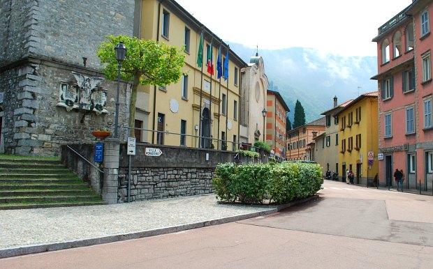 Como Varenna main street
