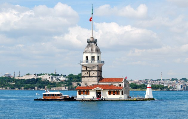 Istanbul Maiden's Tower close