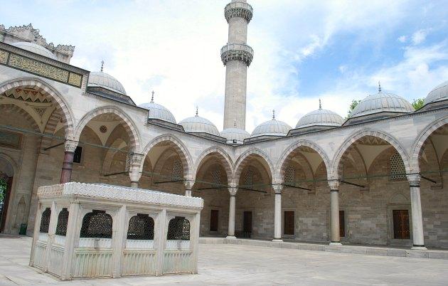 Istanbul Süleymaniye Mosque courtyard