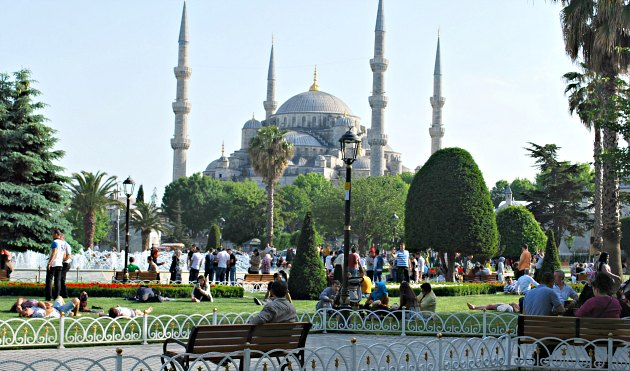 Istanbul Sultanahmet Square benches
