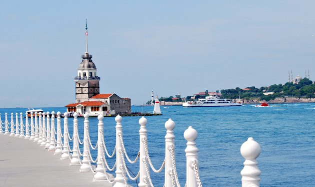 Istanbul Maiden's Tower and walkway