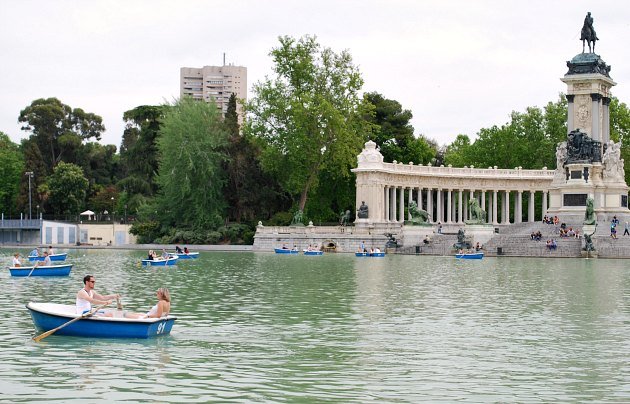 Madrid Retiro Park Lake