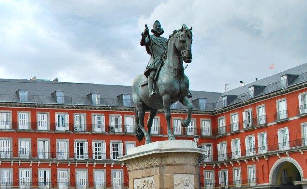 Madrid Plaza Mayor Statue