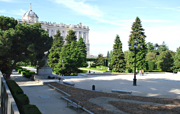 Madrid Jardin de Sabatini Plaza