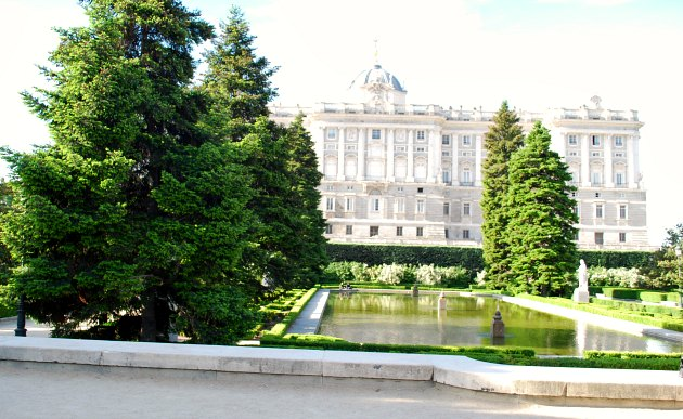 Madrid Jardin de Sabatini Pool
