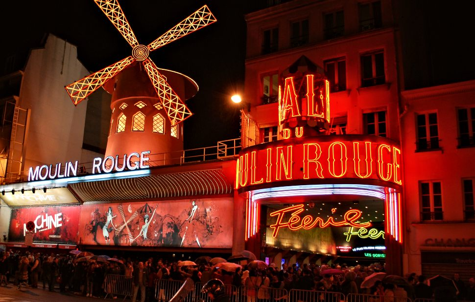 Paris Moulin Rouge Exterior New